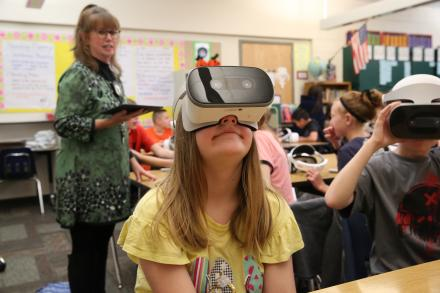 5th grade Moran student using the Google Daydream Headsets